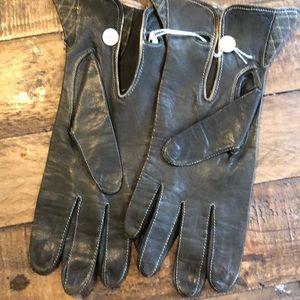 Vintage olive gloves